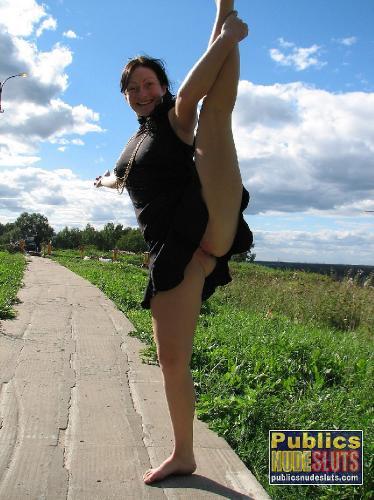 Фото зрелые задирают подол платьев и показывают фото 520-517