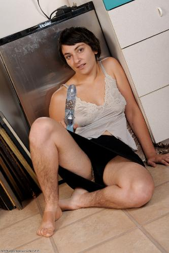 секс для взрослых брюнетки с волосатой пиздой